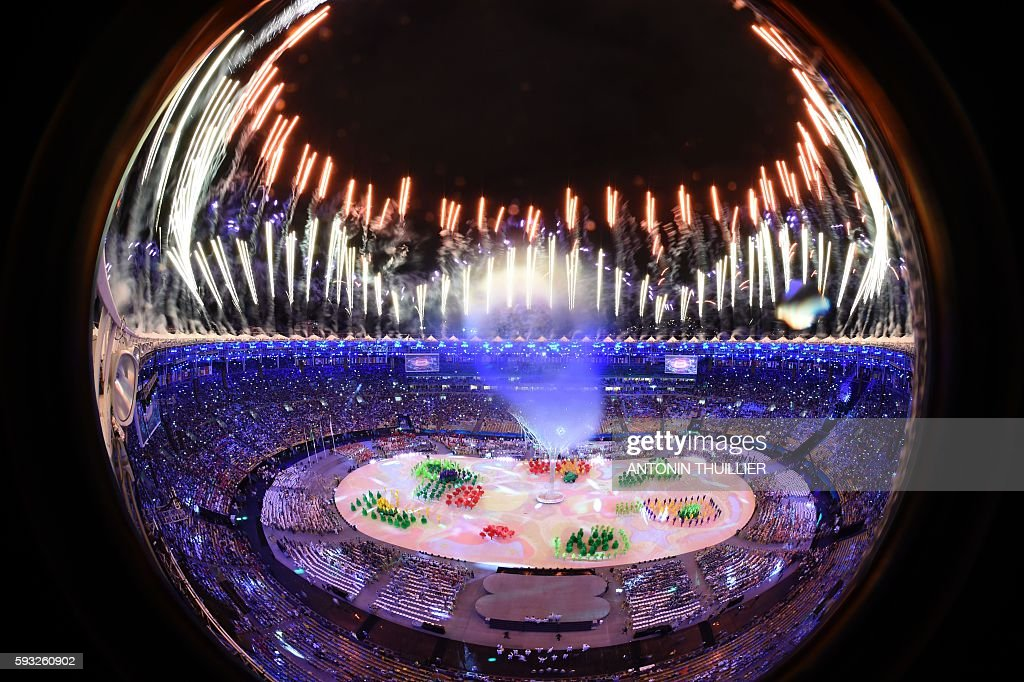 TOPSHOT - This picture shows an overview of fireworks during the closing ceremony of the Rio 2016 Olympic Games at the Maracana stadium in Rio de Janeiro on August 21, 2016. / AFP / Antonin THUILLIER