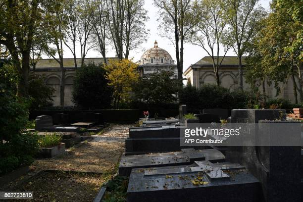 This picture shows shows the dome of the crematorium at the Pere Lachaise cemetery in Paris on October 17 2017 / AFP PHOTO / CHRISTOPHE ARCHAMBAULT