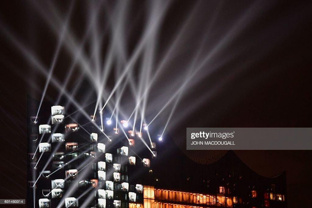GERMANY-MUSIC-ENTERTAINMENT-ELBPHILHARMONIE : Fotografía de noticias