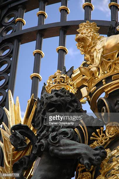 CONTENT] This picture shows the lions on the front gate of Buckingham Palace in a detailed shot This picture especially shows the hard color contrast...