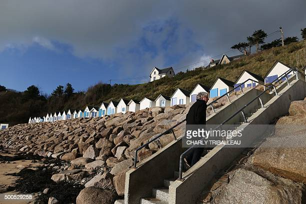This picture shows the 'riprap' shoreline defence below a cliff where a landslide occured in 2008 of the Maritime Boulevard in BarnevilleCarteret...