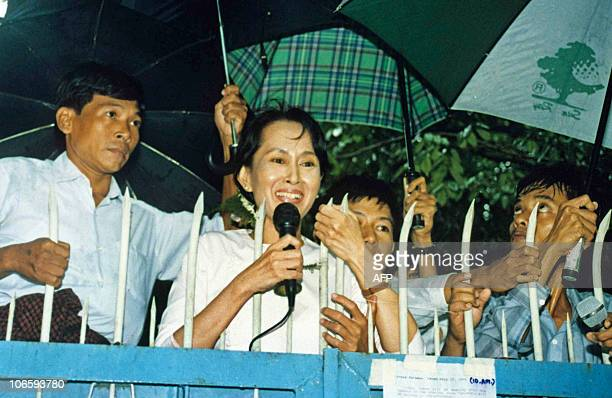 This picture taken 17 July 1995 shows Burmese democratic opposition leader Aung San Suu Kyi speaking to supporters a few days after the military...