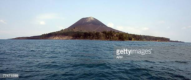 This picture taken 19 October 2007 shows Anak Krakatau literally Child of Krakatau volcano in the Sunda Straits that erupted in a gigantic explosion...