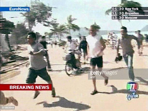 EURONEWS == This picture taken 26 December 2004 on Thai television broadcasted by Euronews shows residents and tourists fleeing from a wave...