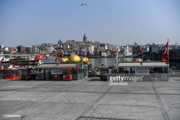 This picture taken on April 11, 2020 shows empty food stalls at the Eminonu district in Istanbul, as Turkish government announced a two-day curfew to...