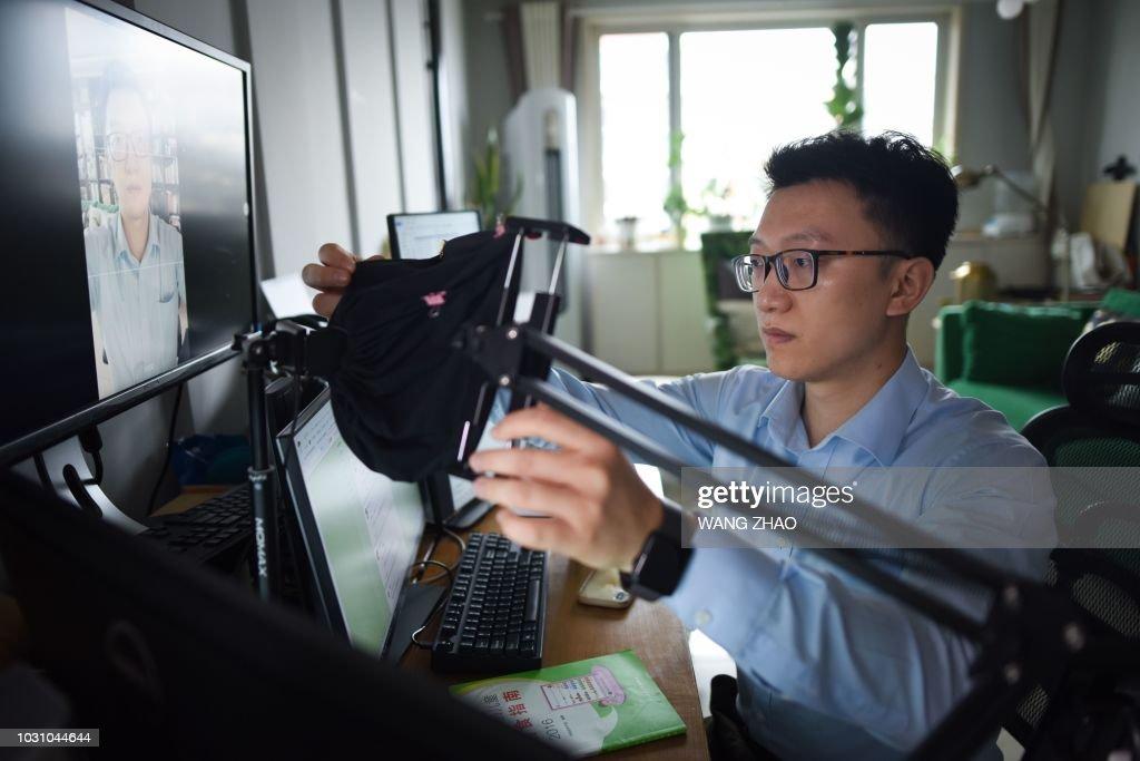 DOUNIAMAG-CHINA-LIFESTYLE-SOCIAL-MEDIA-WEIBO : News Photo