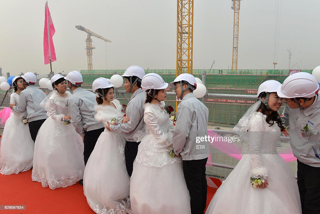 CHINA-AIRPORT-WEDDING : Foto jornalística