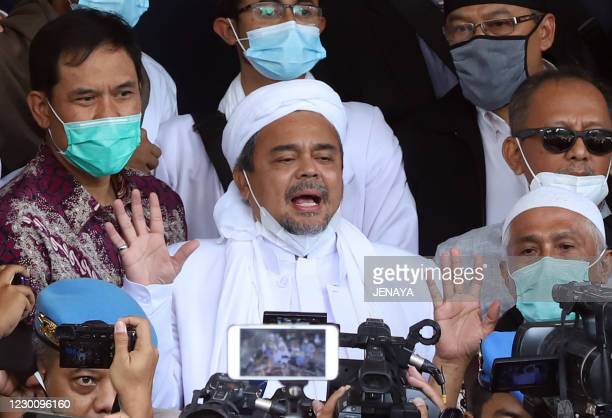 This picture taken on December 12, 2020 shows Indonesian Muslim cleric Rizieq Shihab surrounded by his supporters upon arrival at the police...