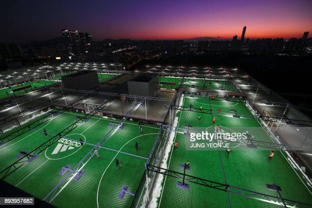 TOPSHOT This picture taken on December 16 2017 shows futsal fields on the rooftop of a shopping mall in Seoul / AFP PHOTO / JUNG YeonJe