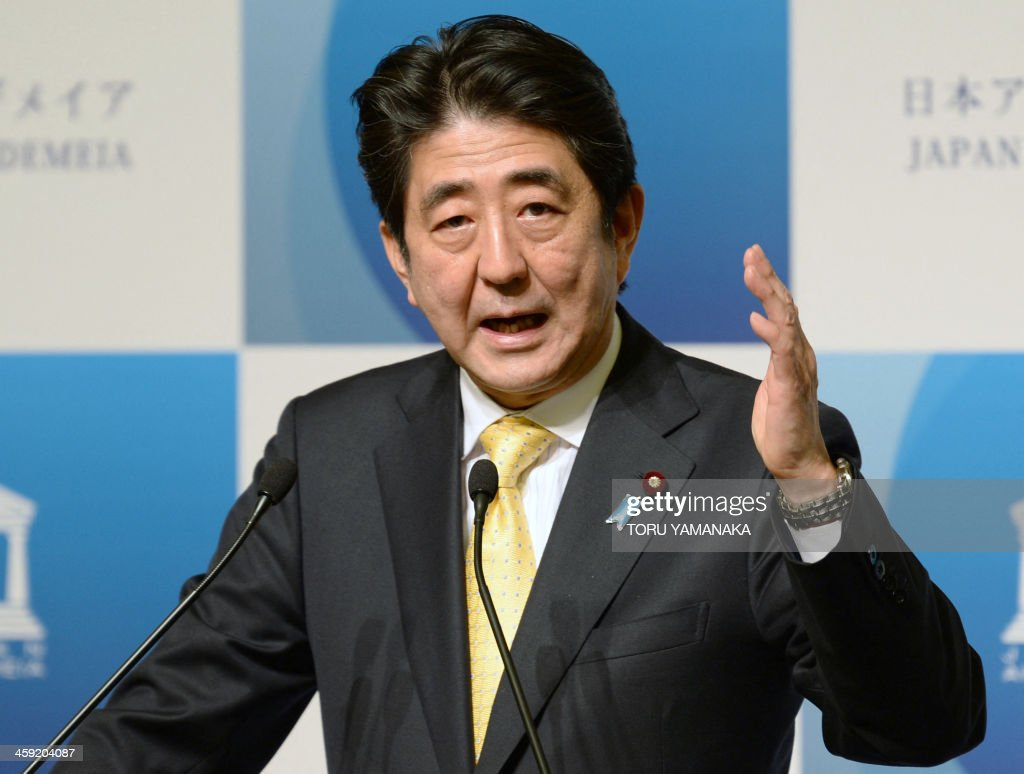 JAPAN-ECONOMY-DIPLOMACY-POLITICS-ABE : News Photo