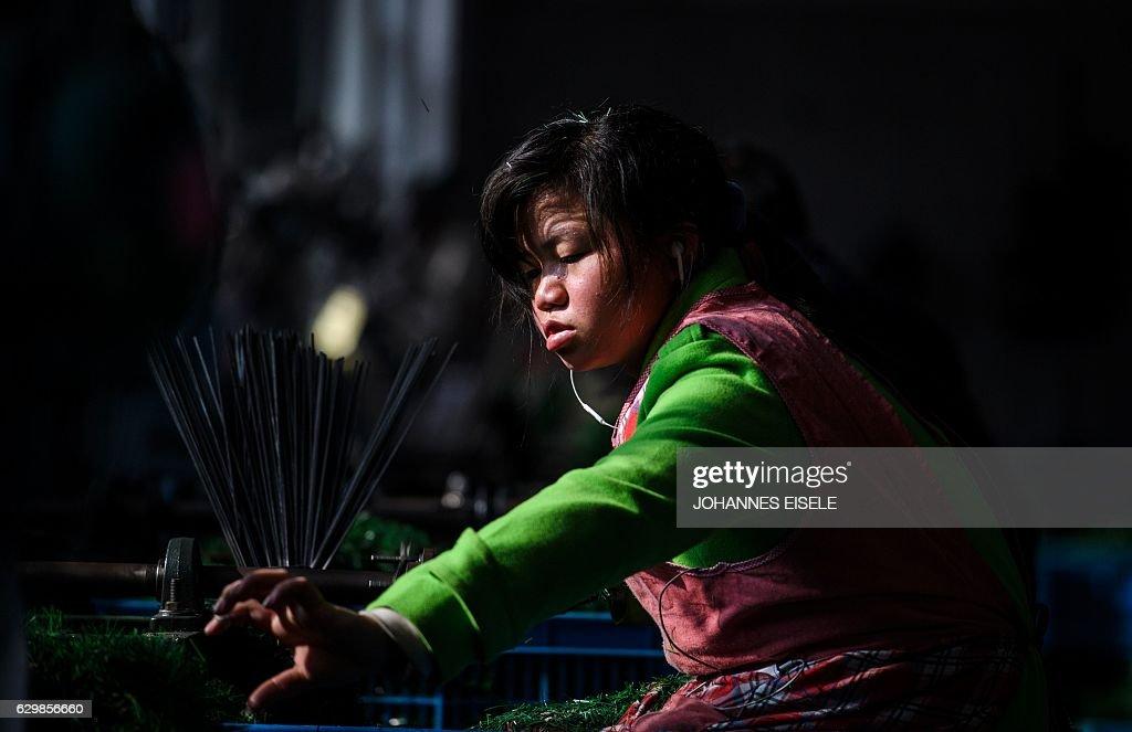 CHINA-CHRISTMAS-MANUFACTURING : News Photo