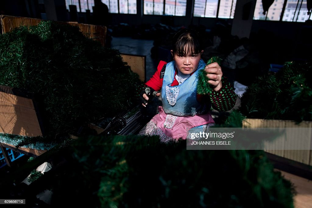 CHINA-CHRISTMAS-MANUFACTURING : News Photo