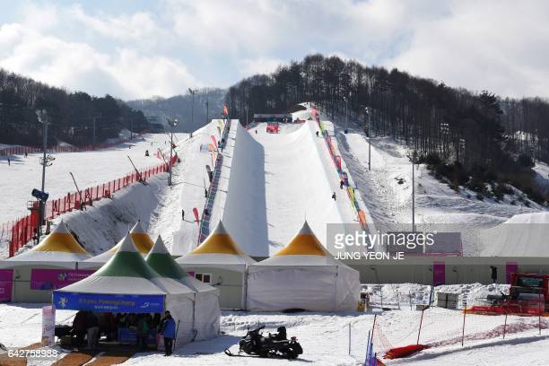 This picture taken on February 17 2017 shows a general view of the halfpipe course at Bokwang Phoenix Snow Park the venue of the freestyle skiing and...