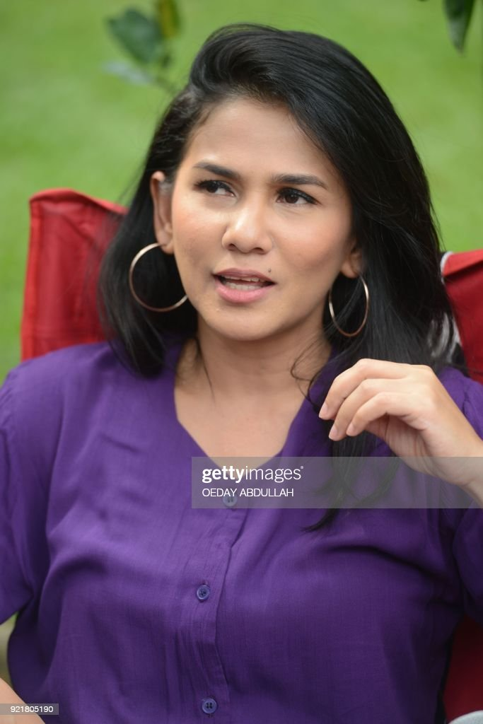 This picture taken on February 20, 2018 shows Indonesian actress Nova Eliza speaking during a promotional event in Jakarta. / AFP PHOTO / Oeday Abdullah