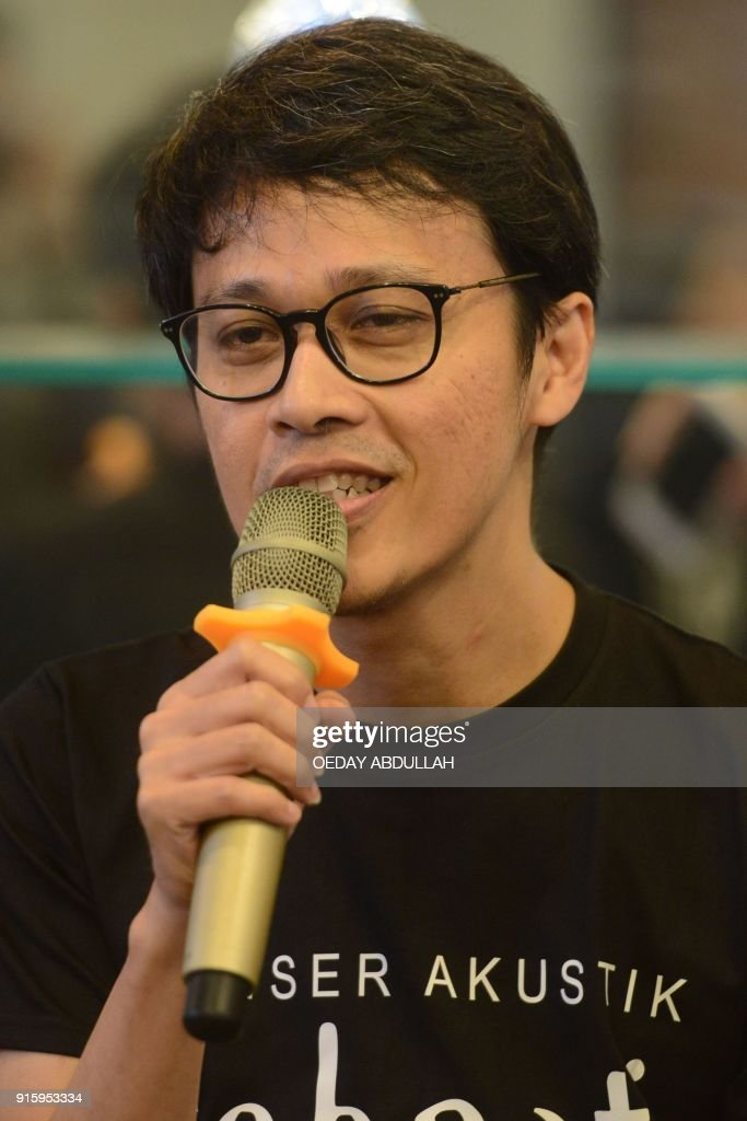 This picture taken on February 8, 2018 shows Indonesian jazz guitarist Tohpati during a promotional event in Jakarta. / AFP PHOTO / Oeday Abdullah