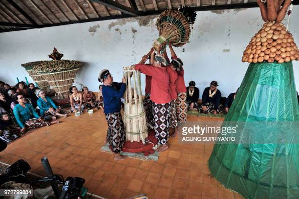 TOPSHOT This picture taken on June 12 2018 shows palace servants of the Sultan of Yogyakarta taking part in the Tumplak Wajik ceremony to prepare the...