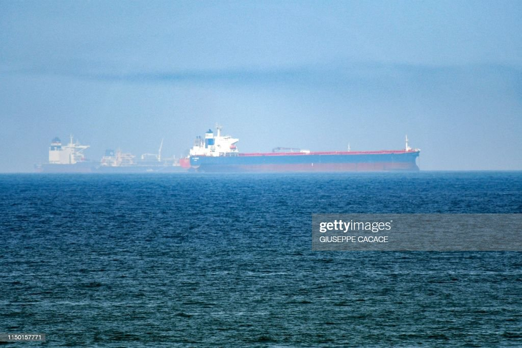 TOPSHOT-UAE-GULF-SHIPPING-OIL-US-IRAN : News Photo
