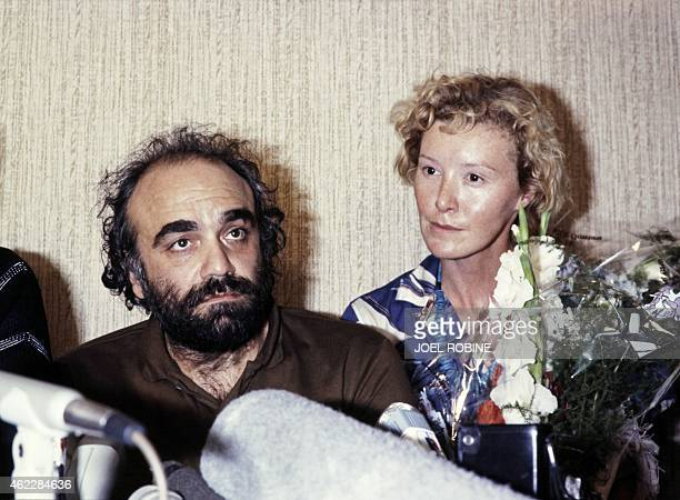 This picture taken on June 18 1985 in Beirut shows Greek singer Demis Roussos and his companion Pamela Smith addressing the media following their...