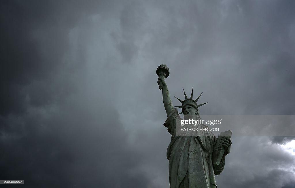 TOPSHOT-FRANCE-US-HERITAGE : News Photo