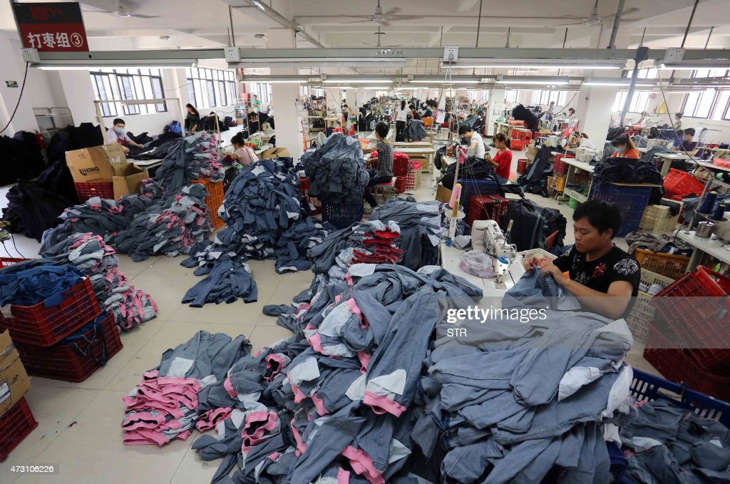 b0e1884987ab34 This picture taken on May 12, 2015 shows Chinese workers making ...