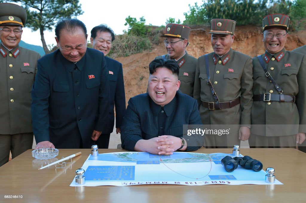This picture taken on May 14, 2017 and released from North Korea's official Korean Central News Agency (KCNA) on May 15 shows North Korean leader Kim Jong-Un (C) reacting during a test launch of a ground-to-ground medium long-range strategic ballistic rocket Hwasong-12 at an undisclosed location. / AFP PHOTO / KCNA VIA KNS / STR / South Korea OUT / REPUBLIC OF KOREA OUT ---EDITORS NOTE--- RESTRICTED TO EDITORIAL USE - MANDATORY CREDIT 'AFP PHOTO/KCNA VIA KNS' - NO