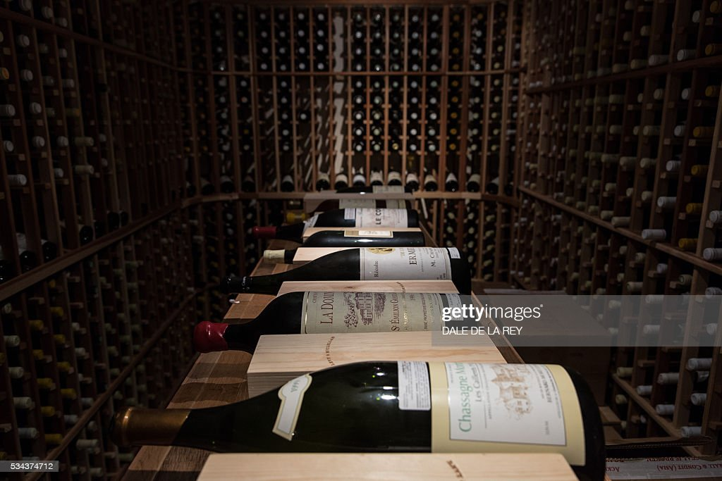 HONG KONG-TRADE-GASTRONOMY-WINE : News Photo