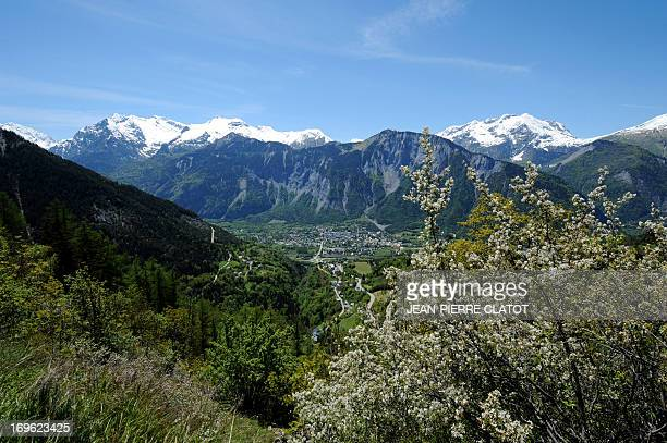 This picture taken on May 27 2013 shows the road climbing to the Alpe d'Huez in the French Alps southeastern France with the town of Bourg d'Oisan in...