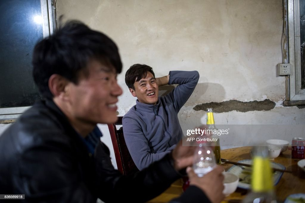 CHINA-MARRIAGE-TRADITION : News Photo