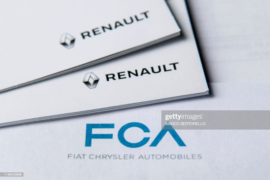 ITALY-AUTO-INDUSTRY-FIAT-MARKETS-CHRYSLER : News Photo