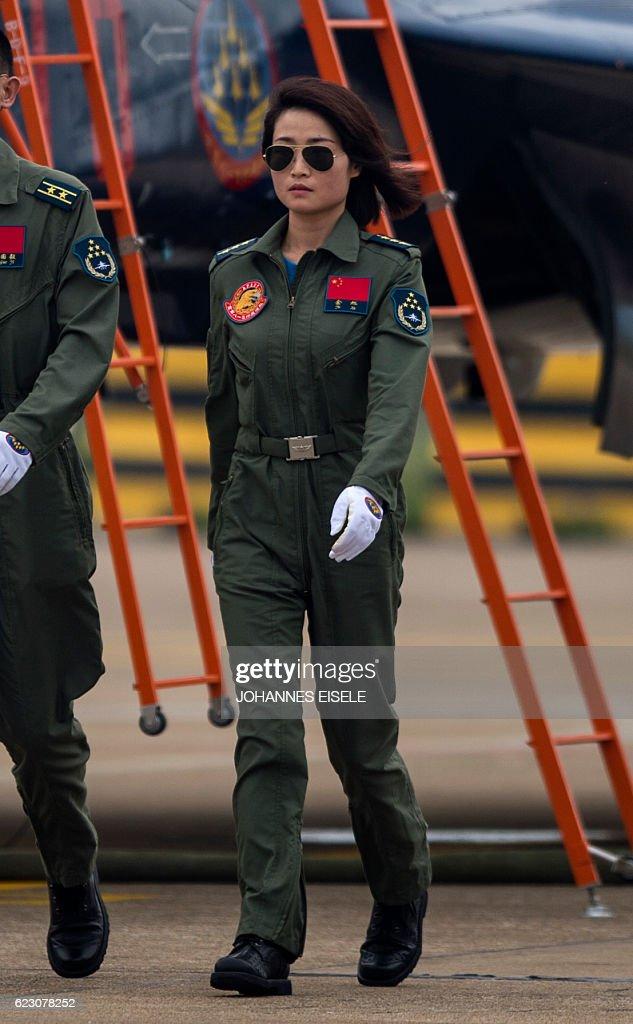 CHINA-ACCIDENT-FEMALE-PILOT : News Photo