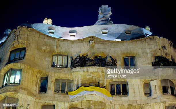 This picture taken on November 2 2010 in Barcelona shows a big flag of the Vatican City in a balcony by La Pedrera house ahead of the vistit of Pope...
