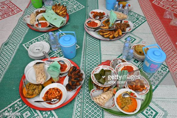 This picture taken on November 28 shows foods for people to eat together namely Bajamba during an art and culture festival of Minangkabau at the...