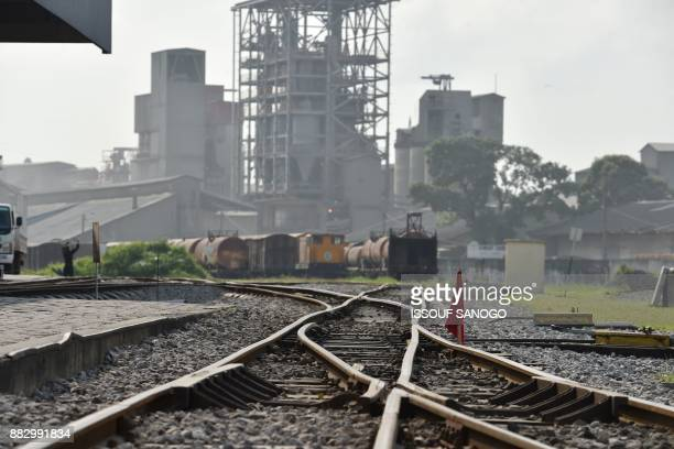 This picture taken on November 30 2017 shows goods trains at the Treichville railway station in Abidjan / AFP PHOTO / ISSOUF SANOGO