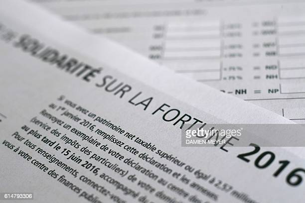 This picture taken on October 15 2016 shows a solidarity tax on wealth form in Rennes western France / AFP / DAMIEN MEYER