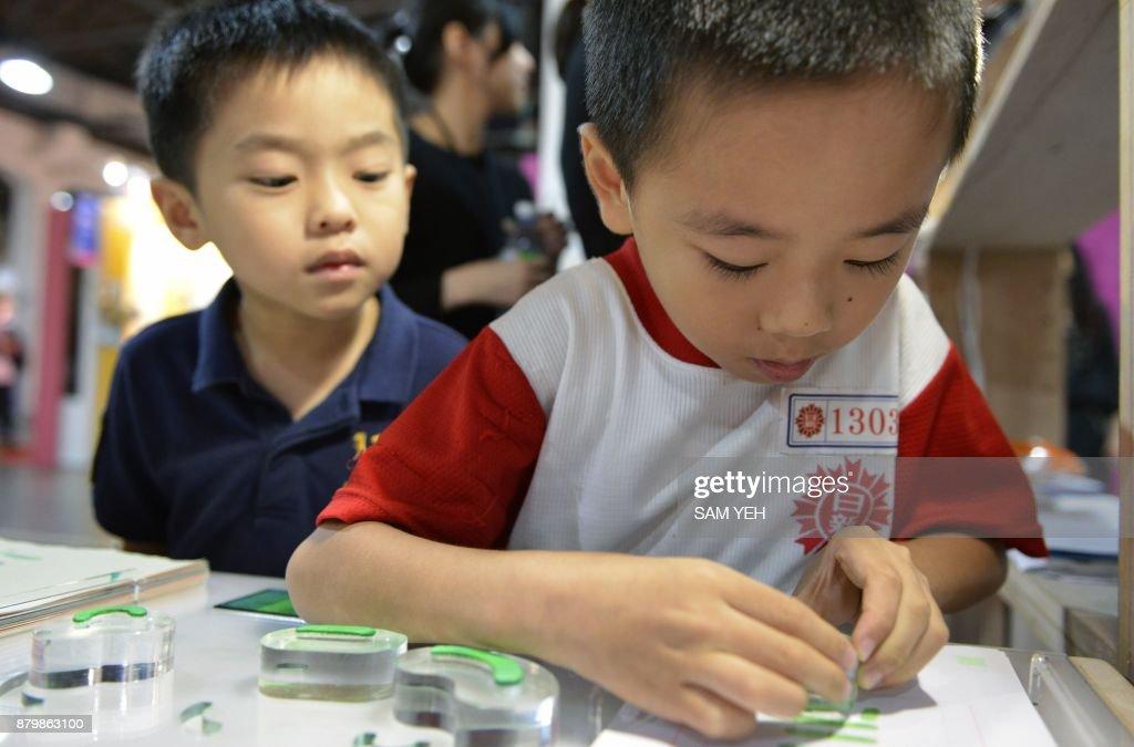 TAIWAN-CULTURE-LANGUAGE-CHINA : News Photo