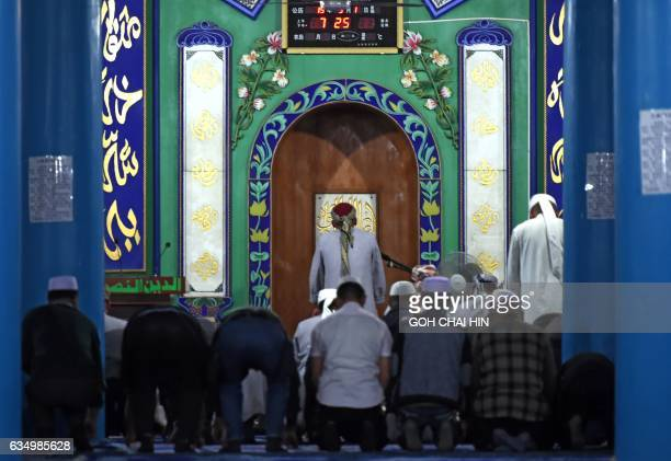 This picture taken on September 19 2015 shows Chinese Hui Muslim men during evening prayers at the Great Mosque of Tongxin located some 200 kms from...