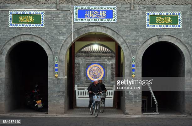 This picture taken on September 22 2015 shows Chinese Hui Muslim men arriving for evening prayers at the Great Mosque of Tongxin located some 200 kms...