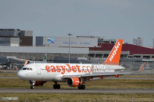 This picture taken on September 27 2019 shows an Airbus A20200 of British low cost compagny Easyjet ready to taking off from the ToulouseBlagnac...