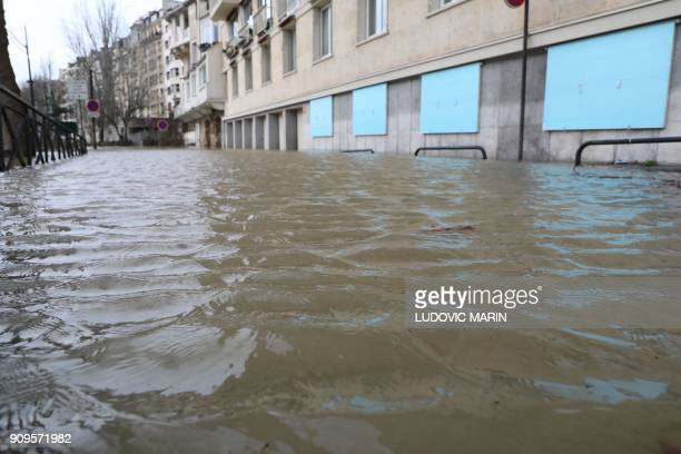 This pictures shows a flooded pavement after the River Seine burst its banks in Paris on January 24 2018 / AFP PHOTO / ludovic MARIN