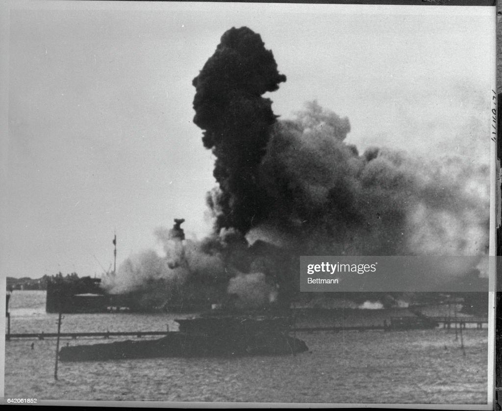 Column of Smoke at Pearl Harbor : News Photo