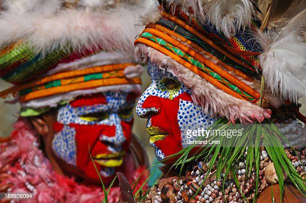 CONTENT] This show is one of the two most important tribal gathering in Papu with more than 70 different tribes