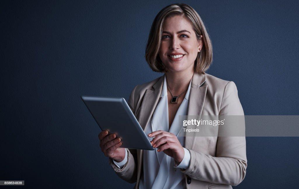 Diese Tablette kann alles tun. : Stock-Foto