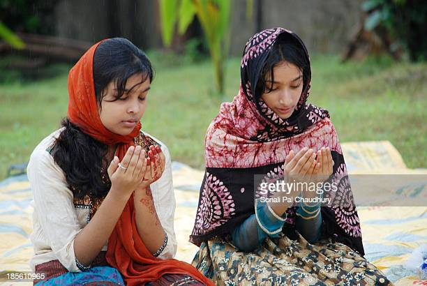 This teenage girls are praying Namaz on Id-Ul-Fitre....