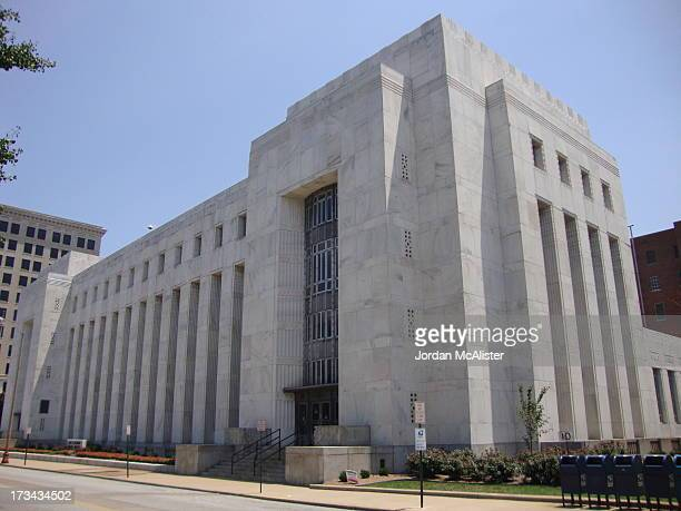 CONTENT] This U S Post Office and Courthouse was completed in 1933 under the designs of architect Reuben Harrison Hunt It is still in use by the U S...