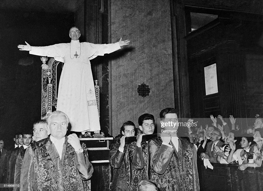 Pope Pius XII Standing Before His Gestatorial Chair : News Photo
