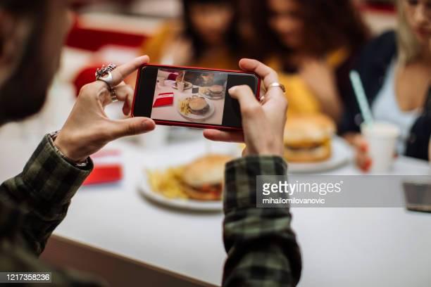 das wird ihm gefallen - mihailomilovanovic stock-fotos und bilder