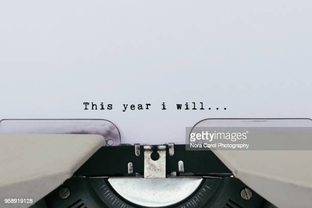 this year i will text on a vintage typewriter - entschlossenheit stock-fotos und bilder