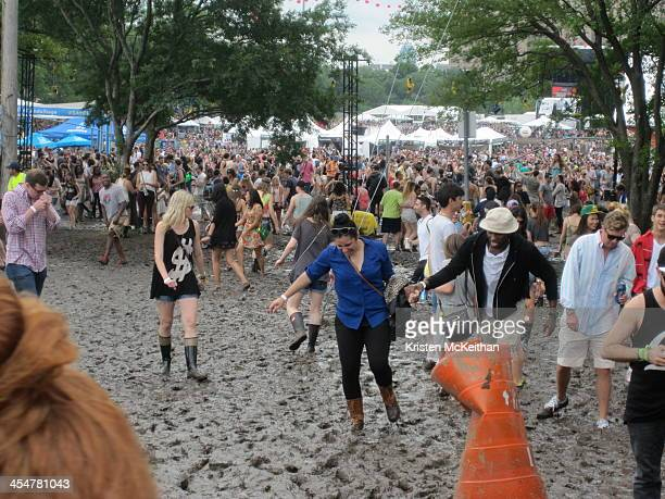 This year's Governor's Ball in NY was a wet mess with horrible weather that created a surface of solid mud across the entire field area for...