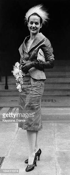 This young woman Letha LITTLE the wife of John GILBERT is walking before photographers with the new DIOR skirt named later NEW LOOK and so...