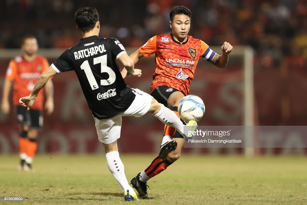 Thitiphan Puangjan #8 of Chiangrai United (R) steal the ball from Ratchapol Nawanno #13 of SCG Muangthong United (L) during a Thai League 1 match between Chiangrai United and SCG Muangthong United at Singha Stadium on November 12, 2017 in Chiang Rai, Thailand.